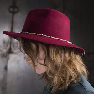 <strong>RITA</strong><br>Wool Fedora Hat With Chain