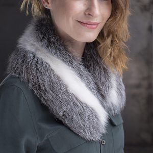 <strong>Tailored Grey/White Fur Collar</strong>