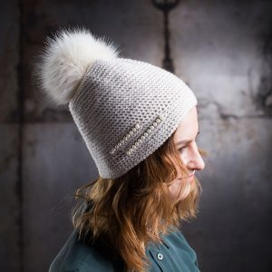 <strong>DAZY</strong><br>Cashmere Hand-Knit Hat With Pearls